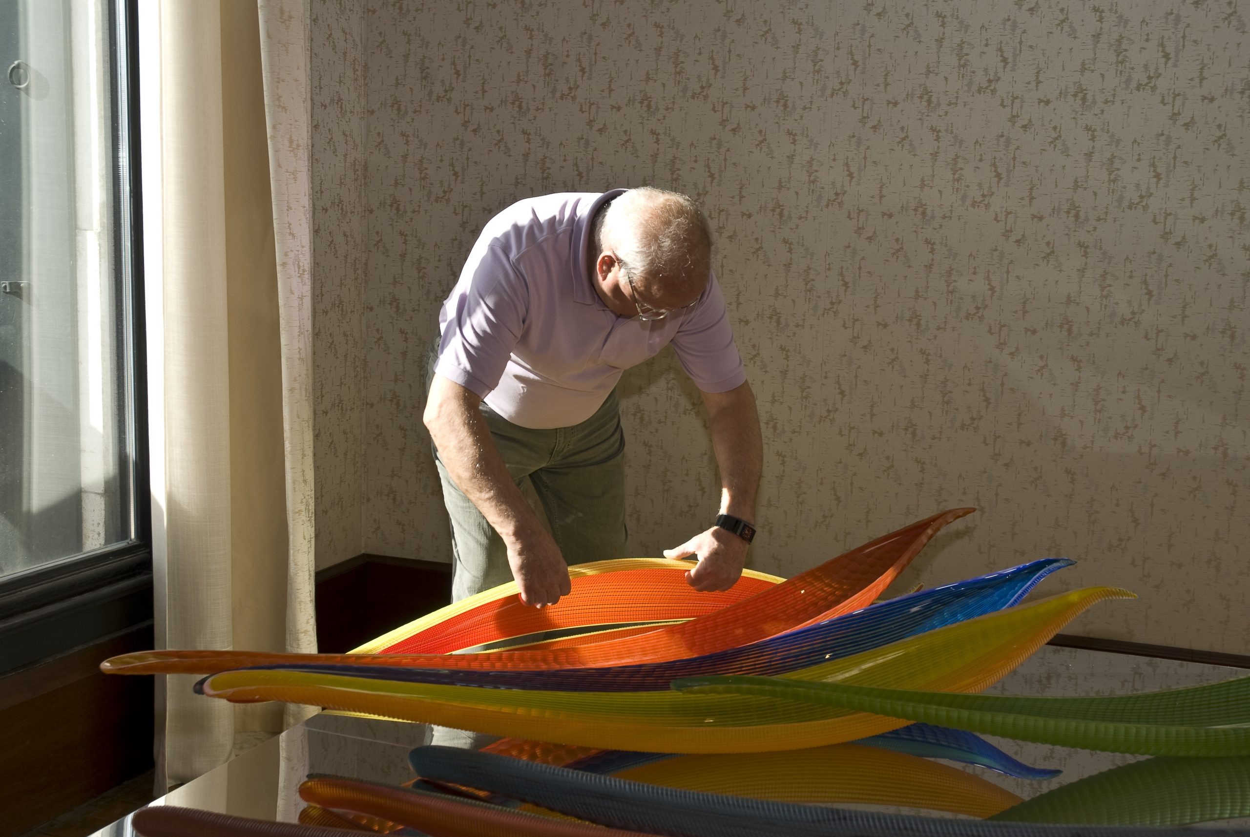 Lino Tagliapietra installing his work at Glasstress 2009