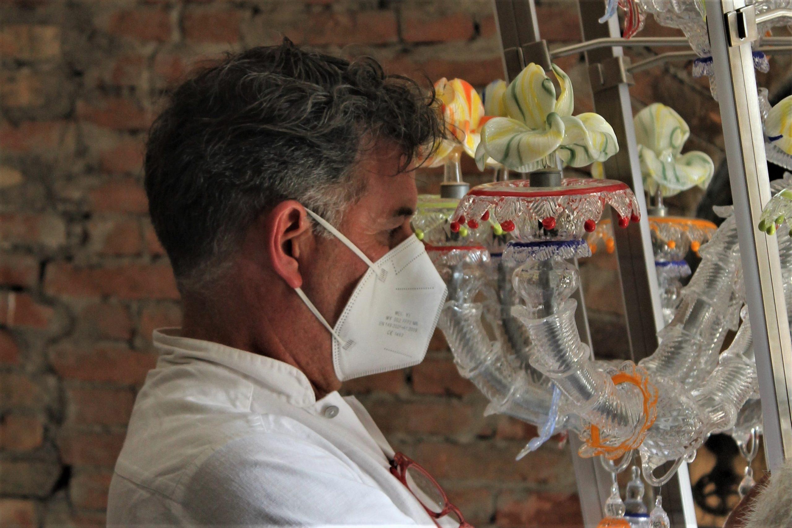 Andrea Anastasio working at Berengo Studio